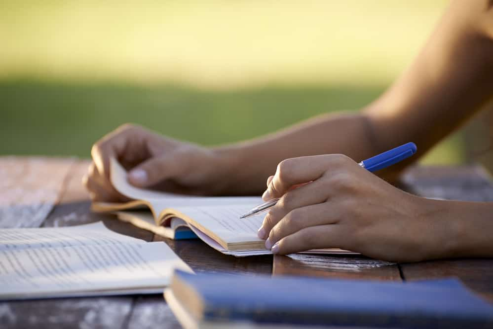is it necessary to do a course for pursuing a career in freelance writing