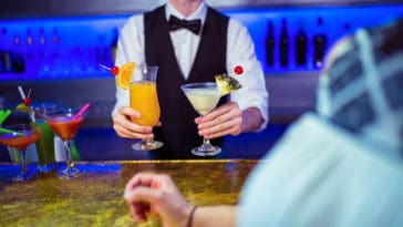 how much do bartenders earn per hight in tips